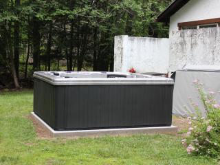 Enjoy the brand new 5 person Spa-Hot Tub