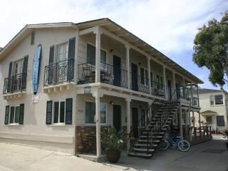 Adorable Newly Renovated Studios Steps to Ocean- 1: Sleeps 4, 1 Block to Ocean