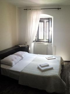 A3 Crveni(2+2): bedroom