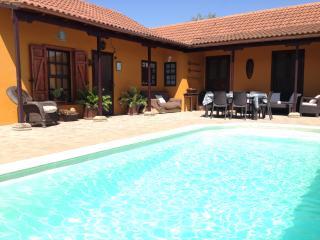 Casa Rural con amplio jardín, frutales y piscina privada