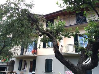 Lenno appartamento con giardino