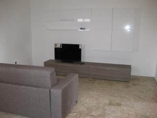 appartamento indipendente, primo piano, Locri