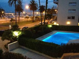 Seafront Elegant Apartment with Swimming Pool