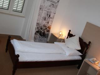 Room Island Queen 2 for 2 persons, Sipan