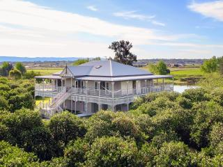 CORNWALLIS HOUSE. 4 b/r luxury waterfront property, Hawkesbury Valley