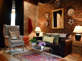 Beautiful carriage house, recently renovated with modern décor, Savannah