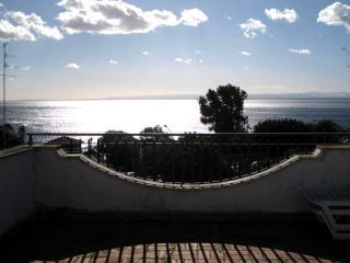 Aci Castello:Villa vista mare - 2 piani e terrazza