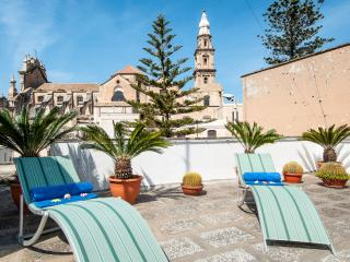 Terrazza Santa Maria: HIstoric Apt with Terrace, Monopoli