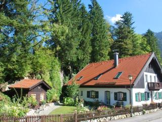 Villa Asih, Luxury Apt. close to Garmisch-Partenk., Garmisch-Partenkirchen