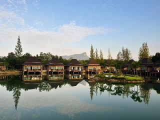 2 bedrooms nice villas on the lake