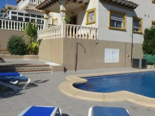 Beautiful Villa + Private Pool + FREE WIFI, Villamartin