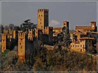 Casa del 600 in pietra in antico borgo medievale, Castell'Arquato