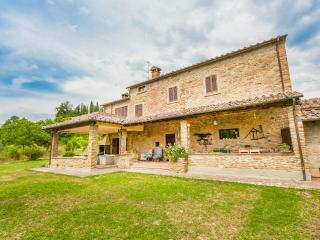 17th century farmhouse with pool, A/C and Wi-Fi, Tregozzano