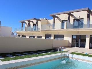 Duplex en 1ª linea del mar con piscina individual, Torrevieja