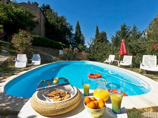 Stone house, 4 apartments that share pool. ORO, Chianni