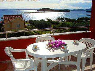 Apartment Sea Jewel 5 for 5, AC - 30m from the sea, Pakostane