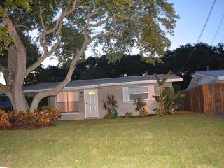 Beautiful N.S.B. House...Short Walk to the Beach!, New Smyrna Beach