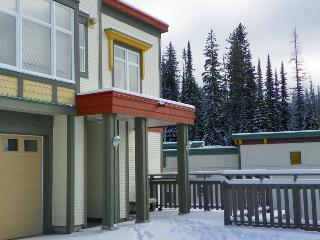 Ski Inn #12- Great location End Unit Townhouse - Pet Friendly too!