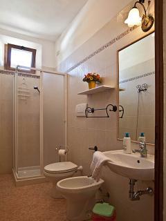 bagno con doccia appartamento sole
