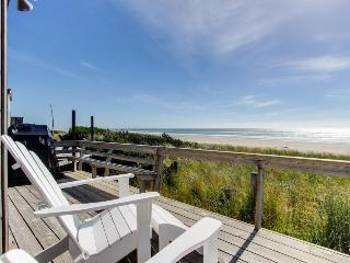 Newly remodeled, oceanfront home w/ocean views, close to sand!, Rockaway Beach