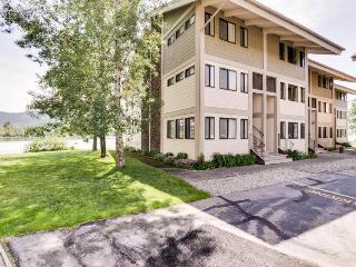 Lakeside condo w/shared pool/hot tub, tennis!, Sandpoint