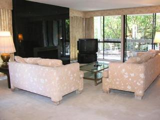 2 Bedroom, 2 Bathroom Vacation Rental in Solana Beach - (2BR Condo by Pool CHAT14)