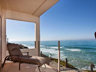 SUNNY Solana Beach Corner, Oceanfront Corner Unit 2BR - Amazing Views!