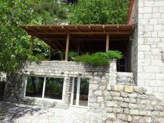Stonehouse Danilo