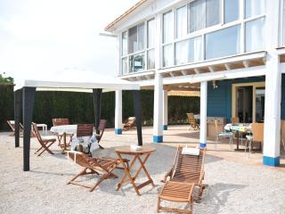 Casa de madera 2 habitaciones a 100m del mar, piscina y jacuzzi en zonas comunes, Oliva