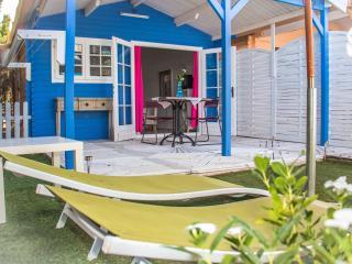 Cabaña de madera 1 habitación con parking, piscina y jacuzzi en zonas comunes, Oliva