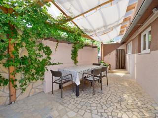 Apartments Ivan - 67541-A2, Baska