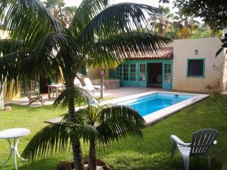 VILLA WITH PRIVATE GARDEN AND POOL, Callao Salvaje