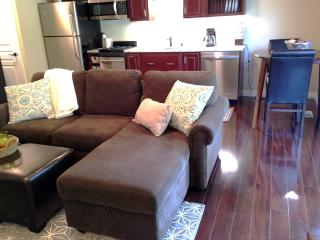 FREE 7th night Oct-Apr. NEW apt near airport lakes, Anchorage