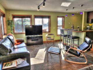 Modern Condo in the Heart of Yachats!