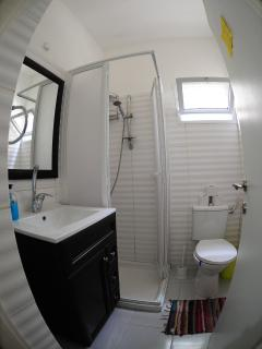 Medium Studio Bathroom