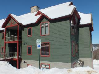 The Lodges at Bear Mountain Luxury ski-on/ski-off 3 bedroom all en-suite