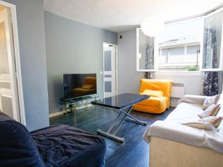 Flat PARIS calme 'metro&shops 5min by walk', Paris