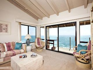 Amazing oceanfront view in 2BR condo by the beach