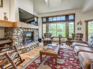 Ski to 3 BR + Den and 4 Bath Meadows Townhome with Spectacular Views, Beaver Creek
