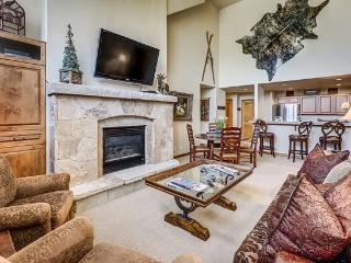3BR Spruce Lodge Penthouse in Exclusive Gated Community in the Heart of Arrowhead Village, Walk to Lifts, Pool/Hot Tub, and Restaurant, Edwards