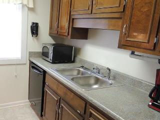 Updated Condo in Premium Condition with a Hot Tub and Pool - L105, Myrtle Beach, SC