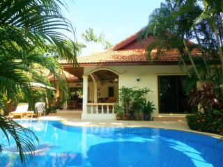 """PARADISE BAY"" Stunning Coconut Private Pool Villa, Rawai"