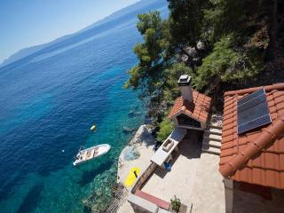Apartment Moni 1 for 6 - 10m from the sea, Hvar
