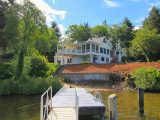 Gather Your Family And Friends For Lakefront Fun - Dock, Hot Tub & Game Rooms