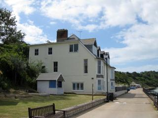 The Beach House Apartment, Totland Bay