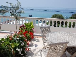Apartment Arbia 1 for 2-3 persons with sea view, Supetarska Draga