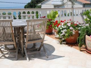 Apartment Arbia 2 for 4-6 persons with sea view, Supetarska Draga