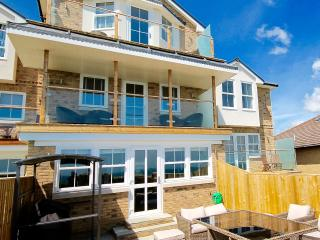 The Bay-4 bed Shanklin  New  stunning view hot tub
