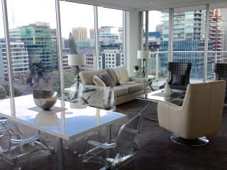 Spectacular Views City Centre, 2 Brm Luxury