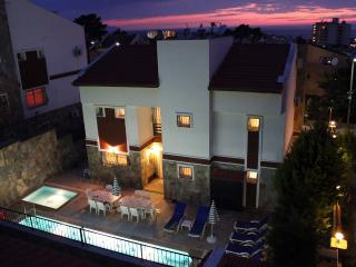 5 Bed Detachd Villa w/Pvt Pool, Kusadasi